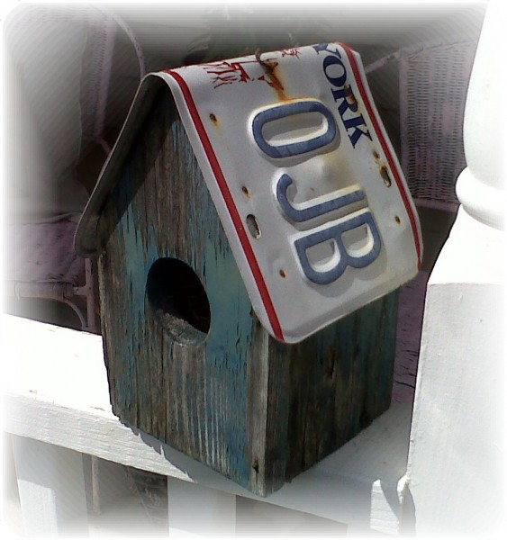 recycled license plate birdhouse