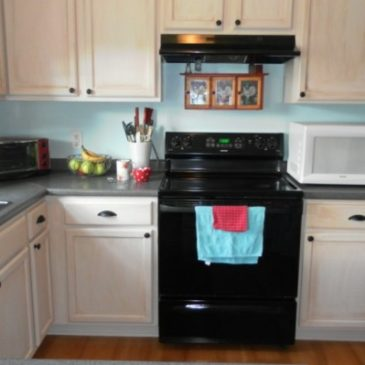 A Quick and Easy Kitchen Cabinet Update