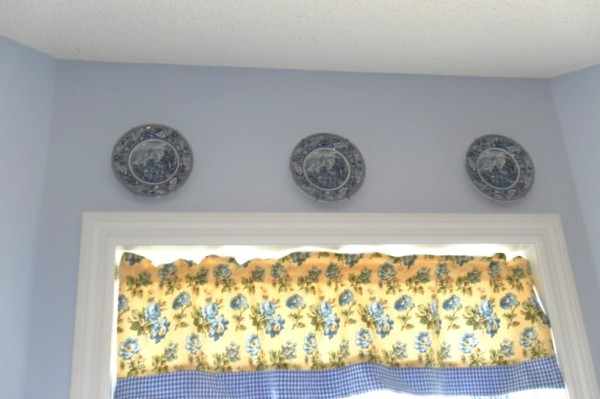 decorating with plates a budget friendly way to spruce up a room