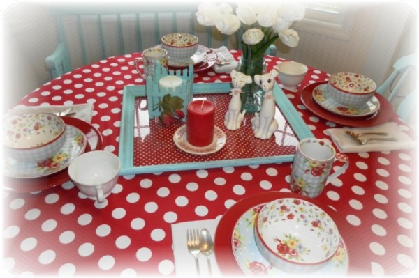 country red tablescape