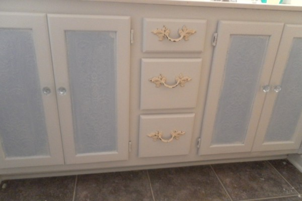 Quick and easy Bathroom Cabinet Makeover