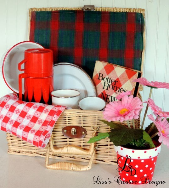 Creative Picnic Basket Display