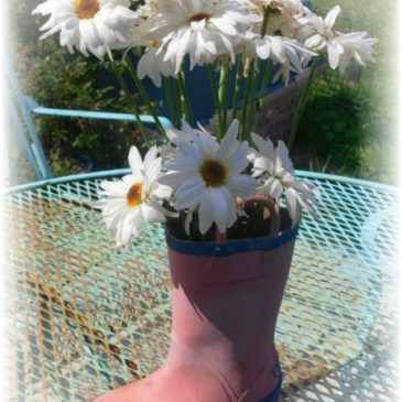 Quick and Easy Upcycled Garden Décor Ideas & Make Yourself At Home Monday