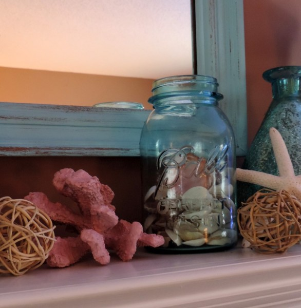Decorating With Seashells By Filling An Old Mason Jar With Shells