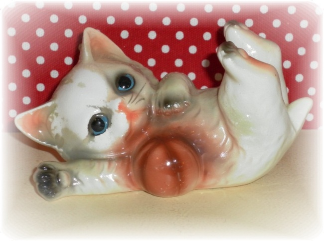 Vintage Japan Kitten Figurine
