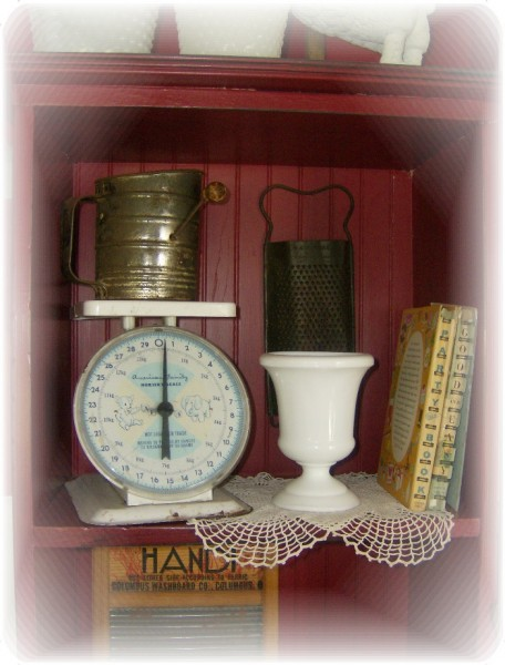 How To Display Vintage Collectibles In A Kitchen
