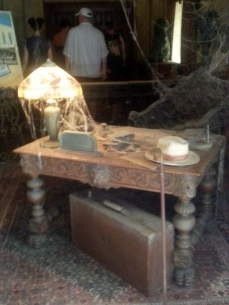 Spooky Props Concierge Desk Twilight Zone's Tower Of Terror