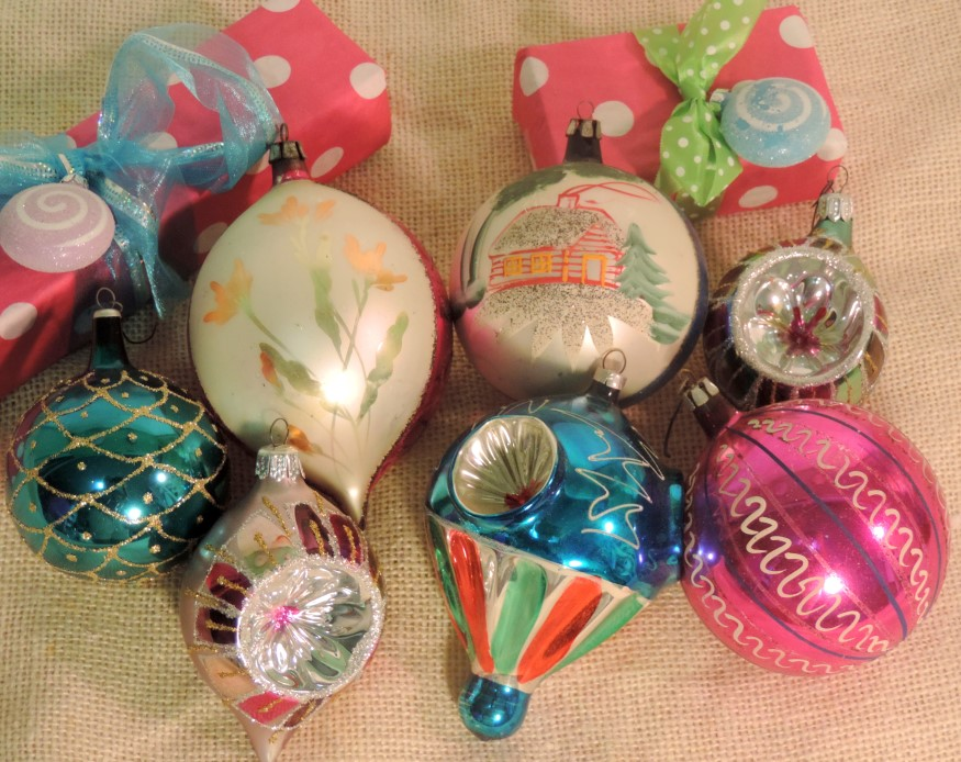 Retro vintage kitsch glass christmas tree ornament set Vintage glass christmas tree ornaments