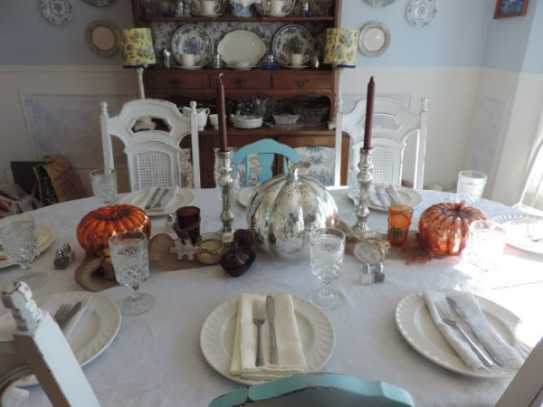 Pretty Thanksgiving Tablescapes