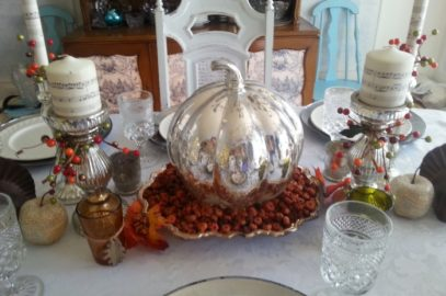 Tasteful Thanksgiving Tablescapes and Decorating Ideas
