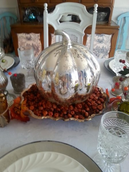 Pretty Thanksgiving Tablescapes Pumpkin Centerpiece