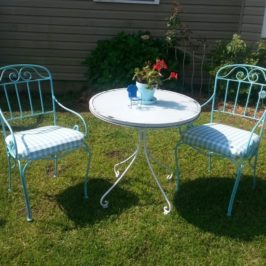 Upcycled Outdoor Bistro Set Makeover