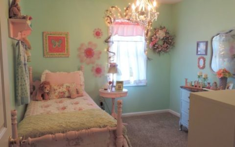 Shabby Chic Girl's Bedroom
